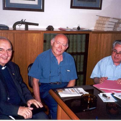La firma dell'atto di donazione di Villa Bolchini (22.06.2001)